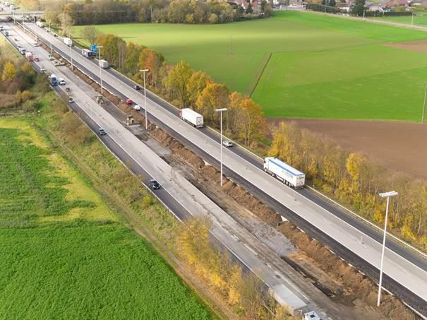 9. E411/A4 – Réhabilitation du Viaduc de Custinne .Budget : 2.900.000 € HTVA    10. E42/A27 – Réhabilitation du viaduc d'Ensival vers Battice. Budget : 3.850.000 € HTVA    11 E19-E42/A7 – Réhabilitation du revêtement entre Mons et Obourg   vers Bruxelles .Budget : 5.100.000 € HTVA    12 E429/A8 – Réfection du revêtement entre Tubize et Hoves vers   Tournai. Budget : 2.300.000 € HTVA    13 E25/A26 – Réhabilitation du viaduc d'Houffalize. Budget : 1.450.000 € HTVA    14 Réhabilitation du R9 de Charleroi Budget : 25.700.000 € HTVA    15 A604 : Réhabilitation de l'autoroute entre Grâce-Hollogne et   Seraing vers Seraing. Budget : environ 1 250 000 € HTVA