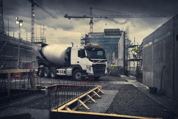 Volvo Trucks connaît une hausse massive de ses ventes de camions de chantier ces dernières années, plus 40% en 2016 et plus 25% en 2017 ce qui souligne la durabilité et les qualités hors pair de ces camions. À l'occasion d'Intermat Volvo Trucks a mis en lumière diverses applications du Volvo FMX et a exposé un camion-benne Volvo FL et un Volvo FH16 équipé d'une cabine d'exploitation minière, . Le portefeuille de produits de Volvo Trucks couvre tous les genres de chantiers. Le Volvo FMX est l'un des camions de chantier les plus puissants du marché, avec l'une des capacités les plus importantes. Le FH associe pour sa part un excellent confort de cabine et des caractéristiques adaptées aux conditions hostiles d'exploitation. L'offre BTP comporte également le Volvo FM polyvalent, qui convient aussi bien au transport régional qu'à la distribution de matériaux lourds, ainsi que le FL et le FE, deux moyens tonnages adaptés aux chantiers plus légers.     Nouvelles attaches rapides Rototilt