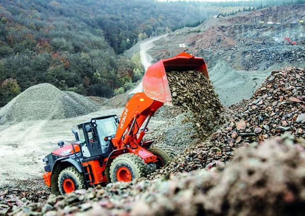 La nouvelle chargeuse sur pneus Hitachi est dotée de composants hautement durables et d'une technologie d'amélioration de la performance pour améliorer la productivité, ainsi que de nombreuses améliorations de conception qui garantissent une sécurité de pointe pour les chantiers les plus exigeants. Après des recherches approfondies en Europe, la nouvelle gamme de chargeuses sur pneus ZW-6 répond aux besoins des environnements de travail difficiles comme pour Idéal les applications en carrière. La ZW330-6 est alimentée par un nouveau moteur conforme à la phase IV pour une productivité et une efficacité accrues. Il intègre des composants de haute qualité et robustes.      Productivité accrue    . La force de traction de la chargeuse a été améliorée de 26% pour un chargement plus efficace que le modèle précédent. La chargeuse sur pneus dispose également d'un interrupteur d'alimentation rapide qui augmente la puissance du moteur lorsque la puissance est instantanément requise ou lorsque vous conduisez en montée. En outre, son bras de levage contribue à ses performances fiables. Il se lève plus rapidement que le modèle ZW-5, s'arrête sans à-coup grâce au système de contrôle de flux et est facile à contrôler à l'aide du niveleur automatique.  Le mouvement simultané du bras de levage et du godet assure une opération de creusage en douceur. Le godet est prioritaire après le déchargement, de sorte que la chargeuse sur pneus retourne rapidement au creusement, ce qui contribue à augmenter la productivité.      Conçue pour l'efficacité.     La transmission verrouillable de la ZW330-6 réduit la consommation de carburant pendant les déplacements, ce qui réduit les coûts de fonctionnement. Il évite les pertes d'énergie dans le convertisseur de couple en couplant le moteur à la transmission, même pendant les changements de vitesse. Un autre exemple de la technologie incorporée dans le ZW330-6 est le dispositif de post-traitement du moteur. Conçu pour réduire les émissions, il se co