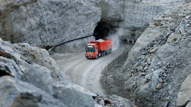 volvo-trucks-livre-1e-solution-transport-autonome-pour-une-mine_620x350.jpg