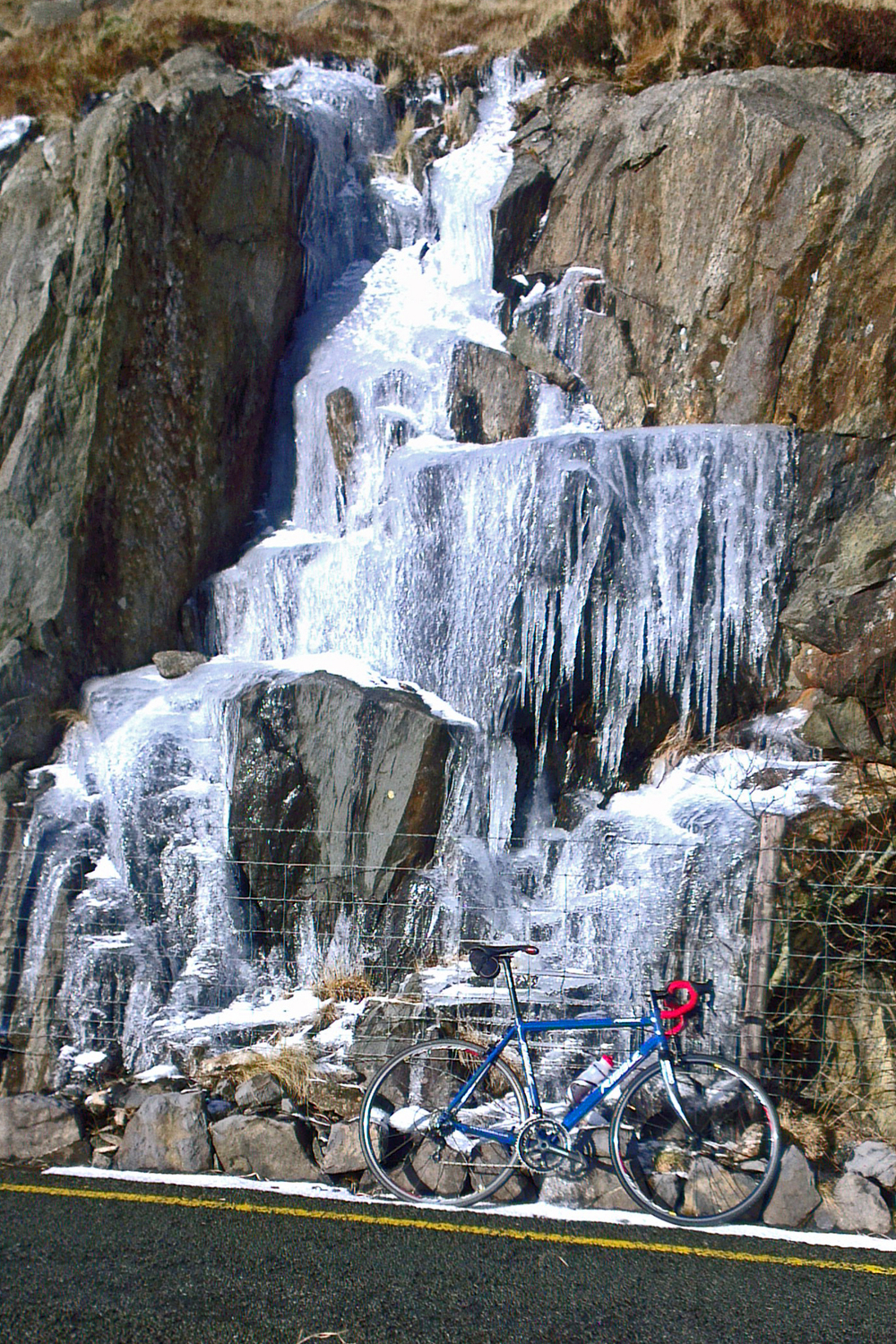 Pen y Pass, icicles