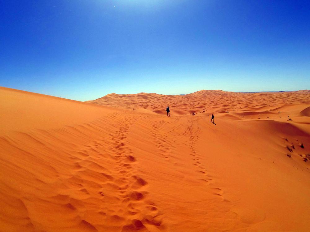 Erg Chebbi dunes...soft, soft sand!