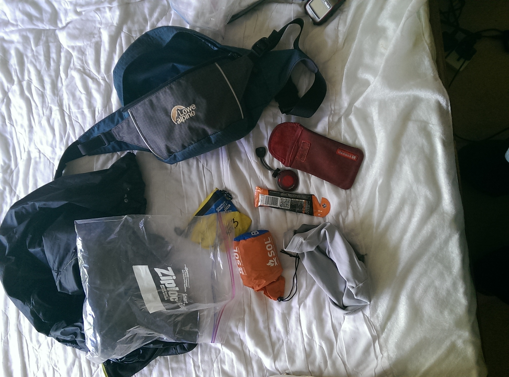 Bumbag and emergency kit for trail running