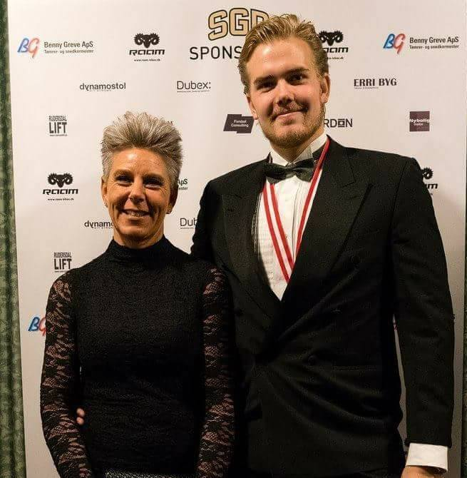 Benjamin Qvist med sin mor Gitte, under Galla- og Awardnight 2016 i november.