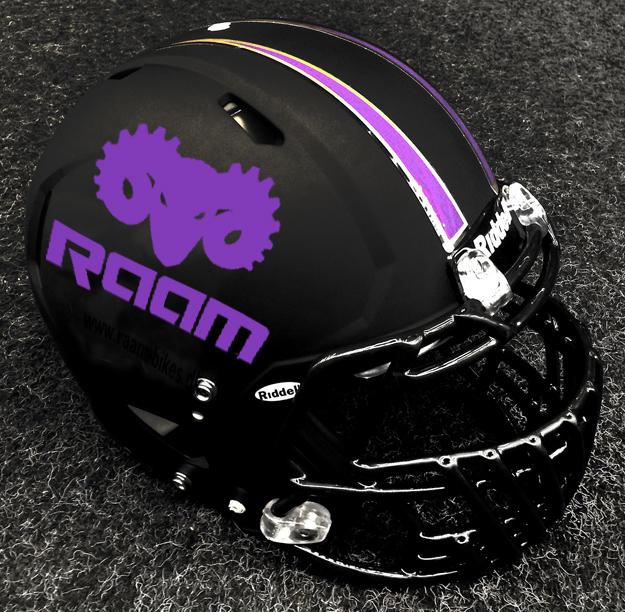 Den nye hjelm har historie med fra begge hold
