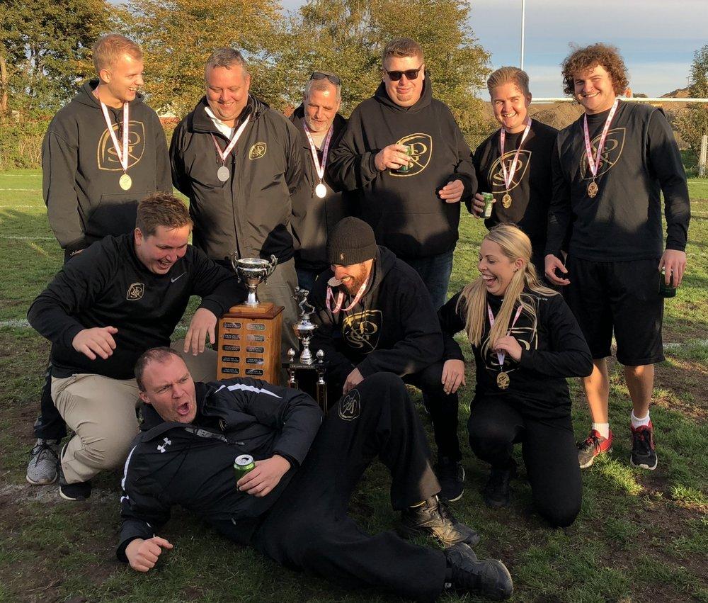 Den samlede U19 stab efter finalesejren over Copenhagen Towers.