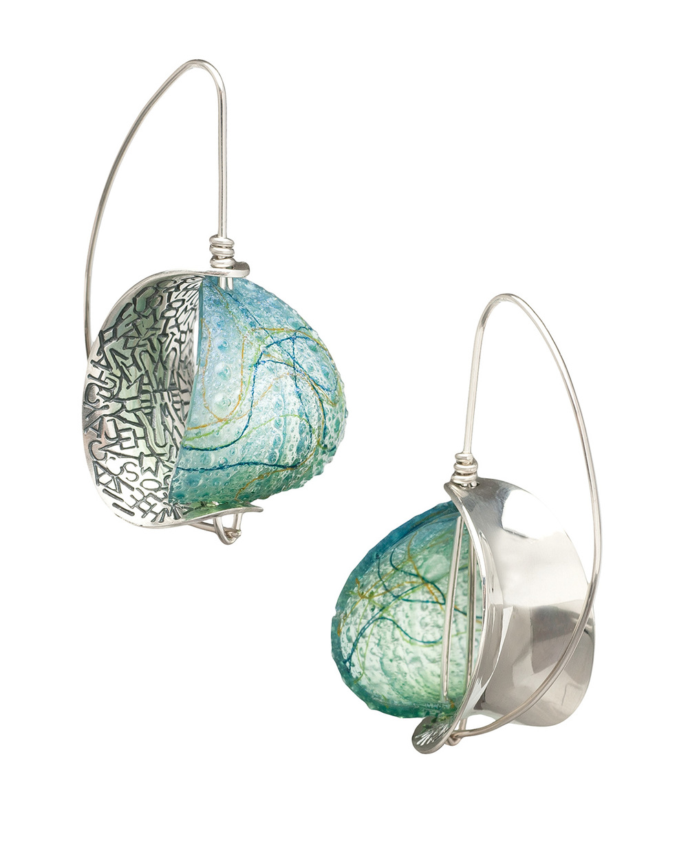 RETROFLEX  Earrings | 2015   | Mary Lynn Podiluk   Silver, dyed resin, thread 5H x 2.7W x 2.5D cm
