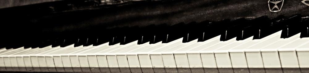 An_old_piano.jpg