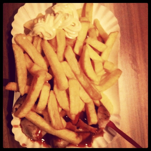 I totally forgot to post my word count on Friday, but I did write.  And I had one of Deutschland's most famous dishes ever - Currywurst, Pommes met Mayo.  Hope you had a great weekend.