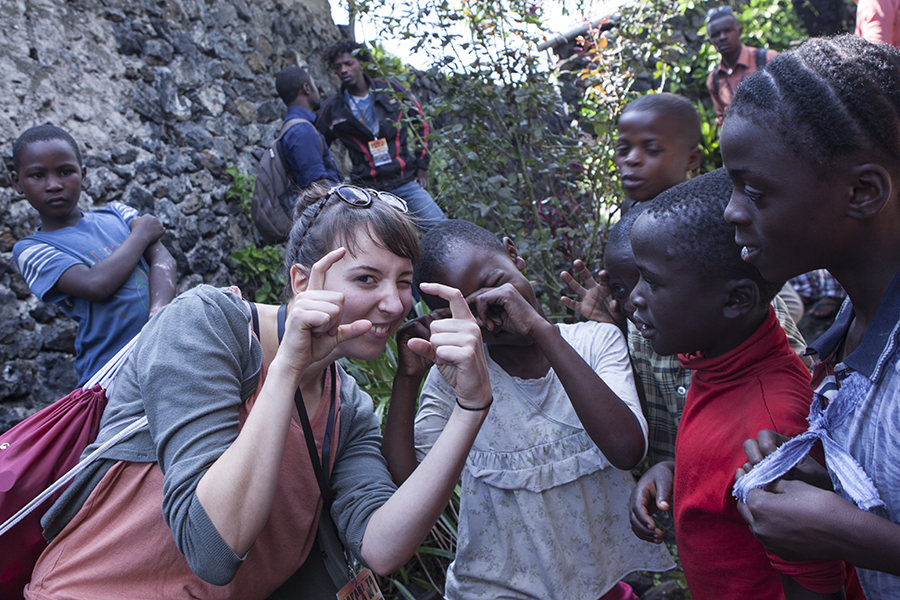 Jana mit Kids in Organisation Sangoa in Goma