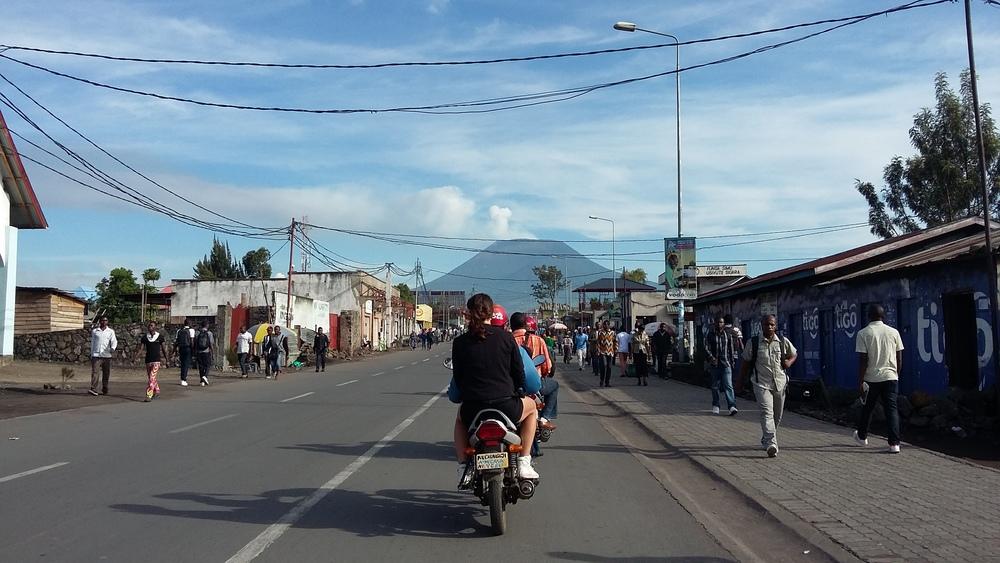 Auf'm Moto durch Goma