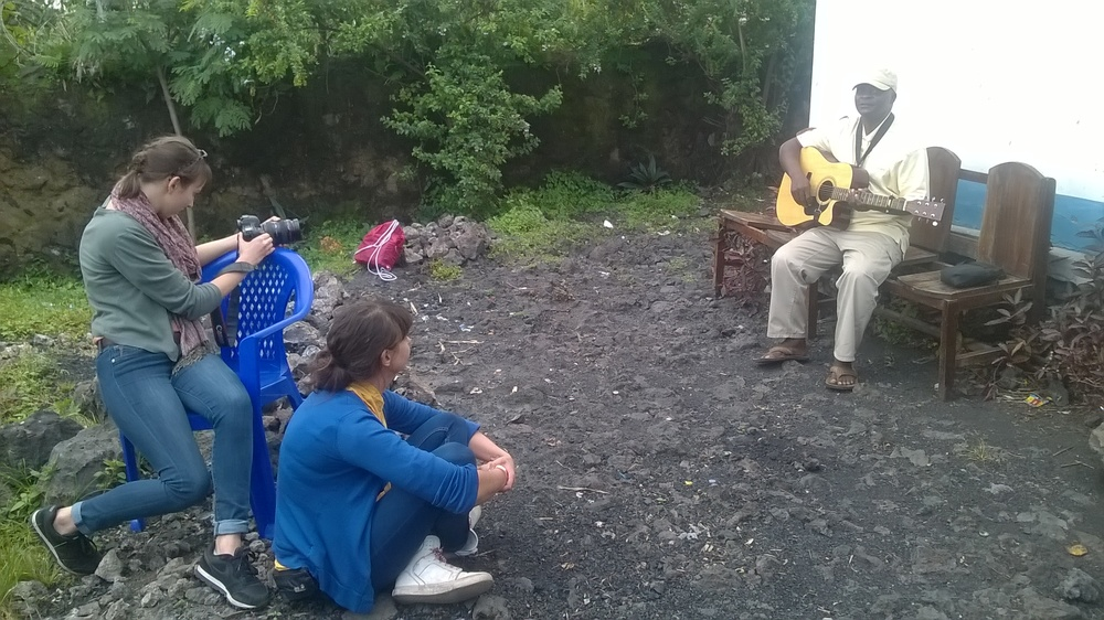 Das Team beim Interview mit Musiker Tonton, Goma