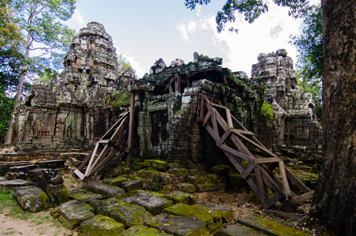 Some of the support structures used to keep the more dilapidated temples up.