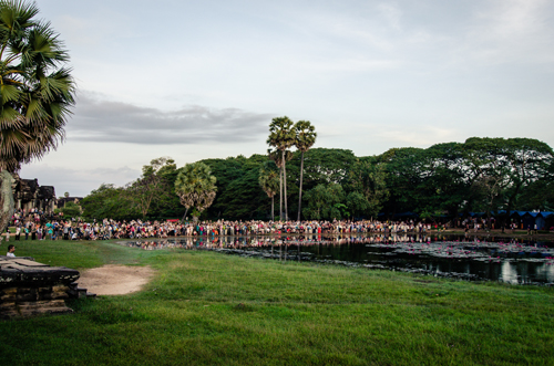 The crowd outside Angkor Wat to watch the sunrise.