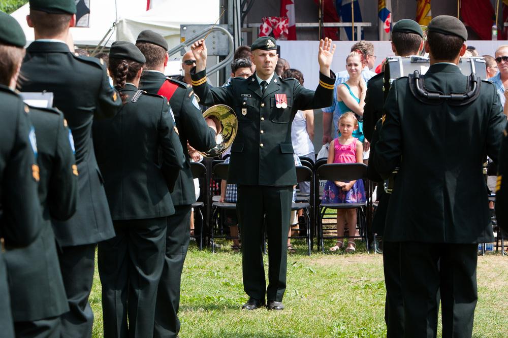 La fanfare militaire a encadrée la levée du drapeau canadien au départ de la cérémonie.