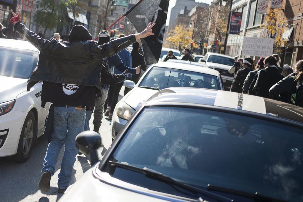 Les klaxons se sont fait entendre sur Ste-Catherine en support au manifestants.