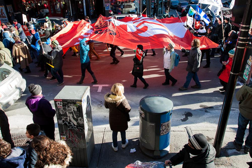 Les manifestants ont pris le centre-ville de Montréal pour se diriger ensuite vers la Place des Arts oùun spectacle était organisé.