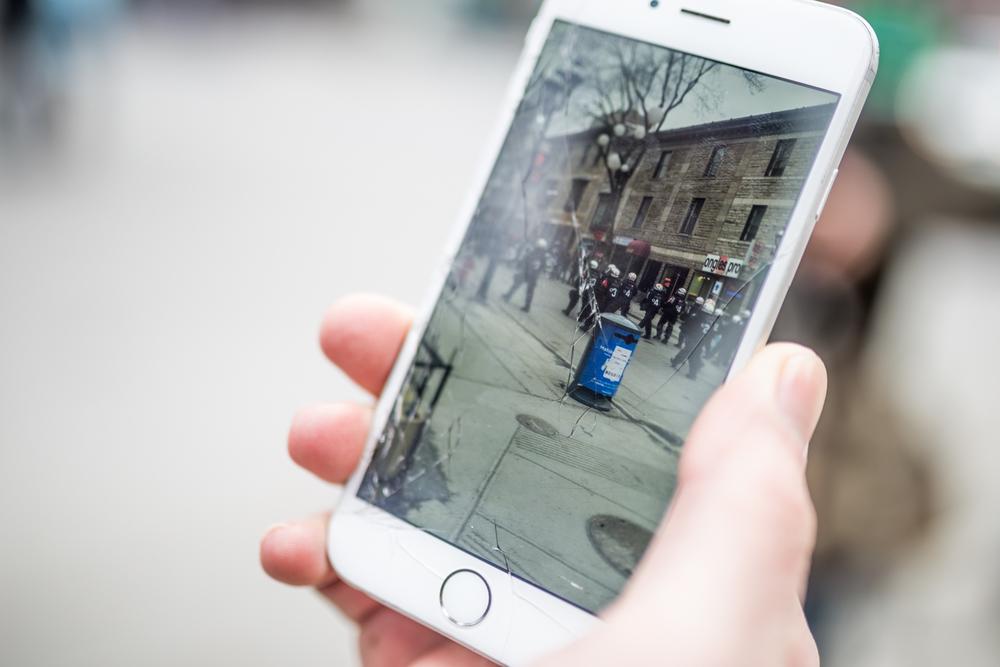 Vidéo pris par un citoyen des policiers encerclant les manifestants.