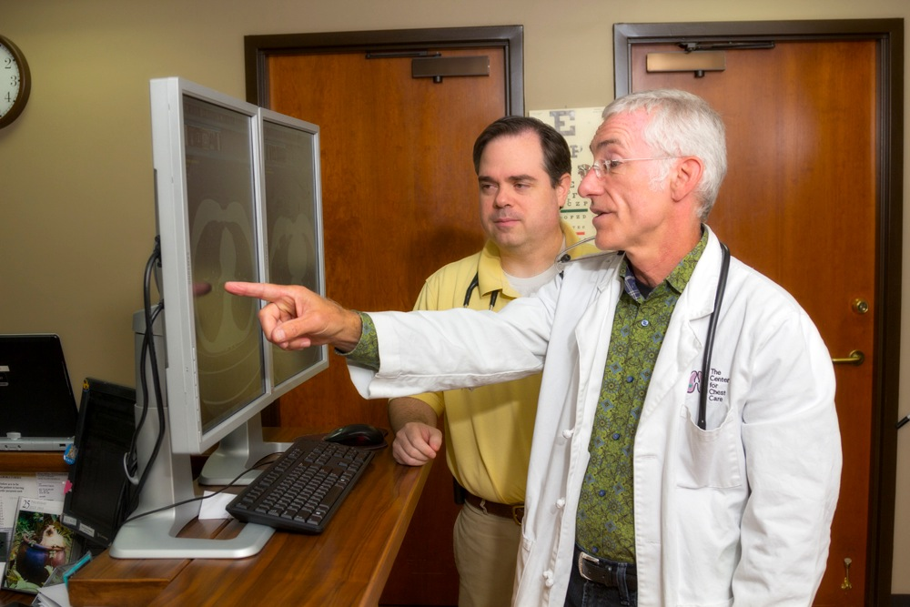 Dr. Edward Jackson and Dr. Jon Sexton review images of the lungs.
