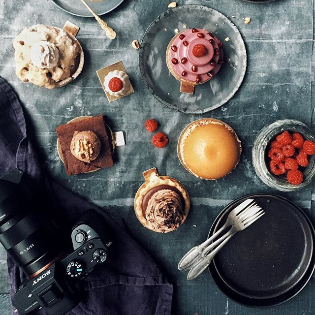 workshopin' with @cgoedke at the @sister_mag office in Berlin #workshop #food #photography #foodporn #kkcgworkshops #cake #baking #sweets #sweettooth