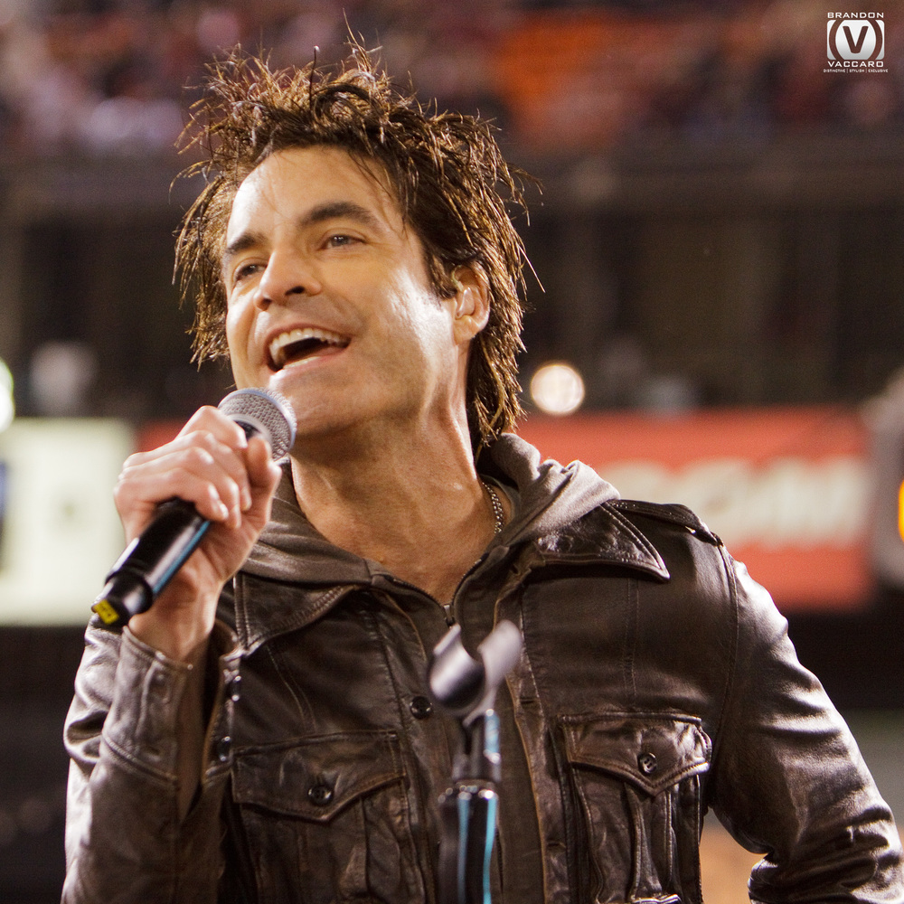 train-performing-live-event-photographer.jpg