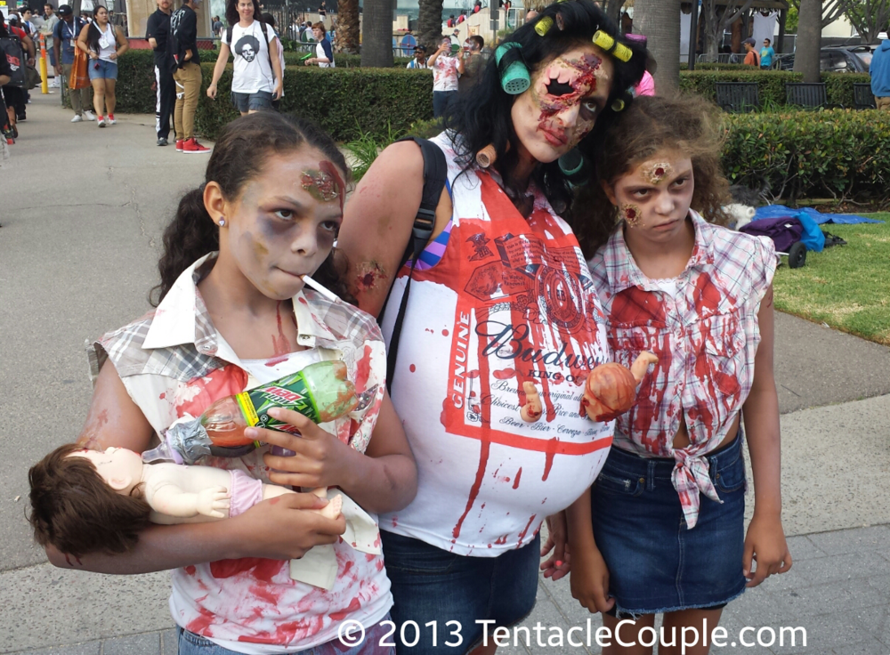 San Diego Comic-Con 2013 - Your typical zombie family