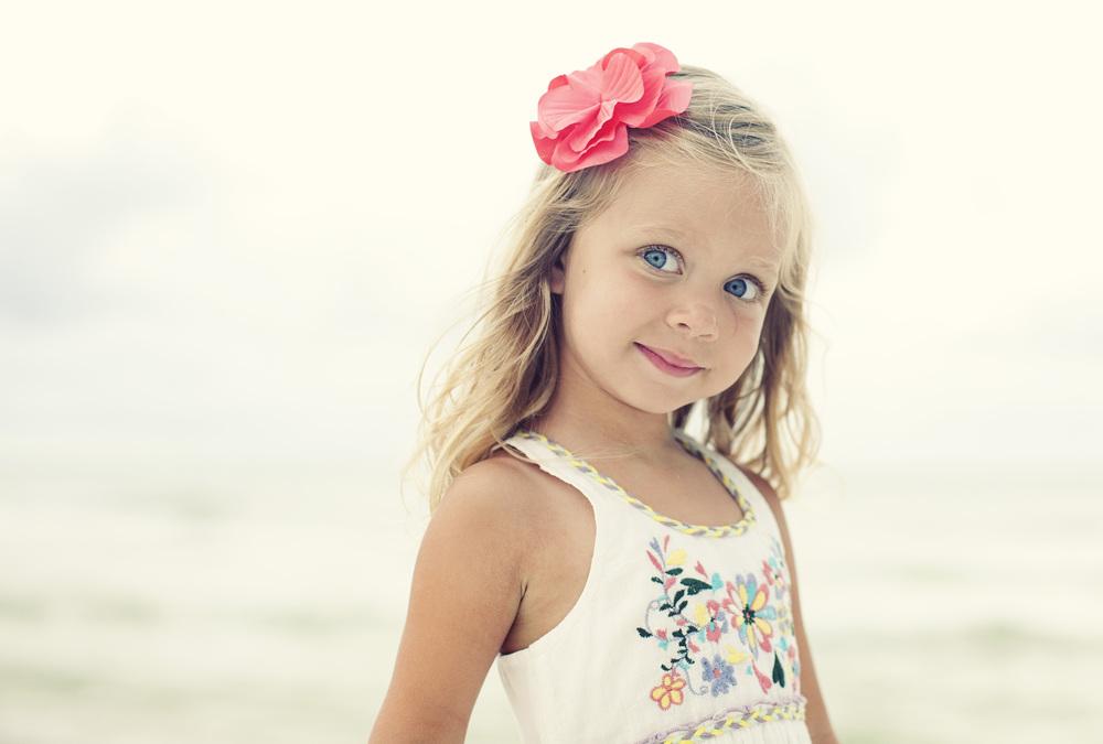 girl_blue_eyes_Pink bow.jpg