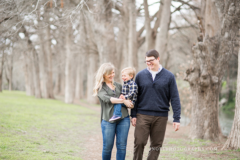 Family Photographer Austin TX 15.jpg