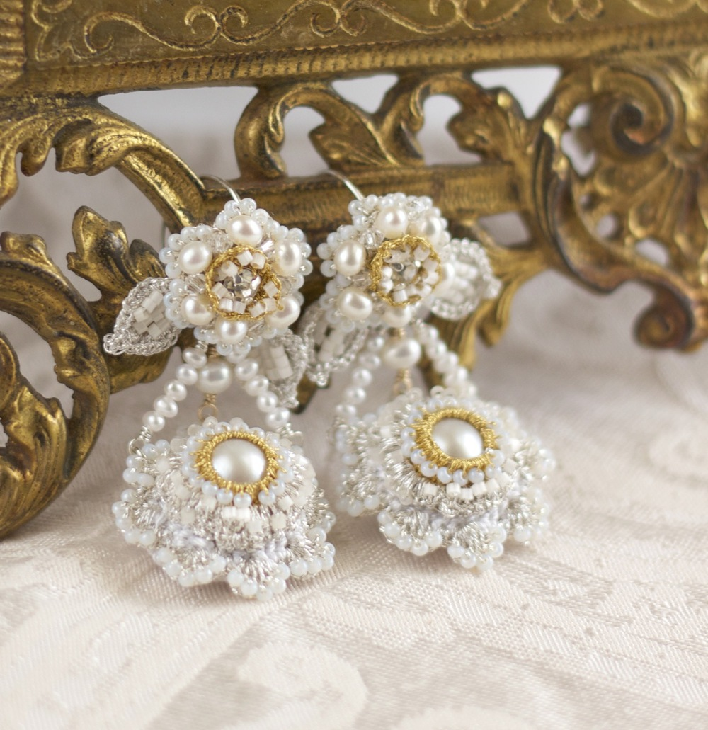 Pearl-bridal-chandelier-earrings-gold-silver