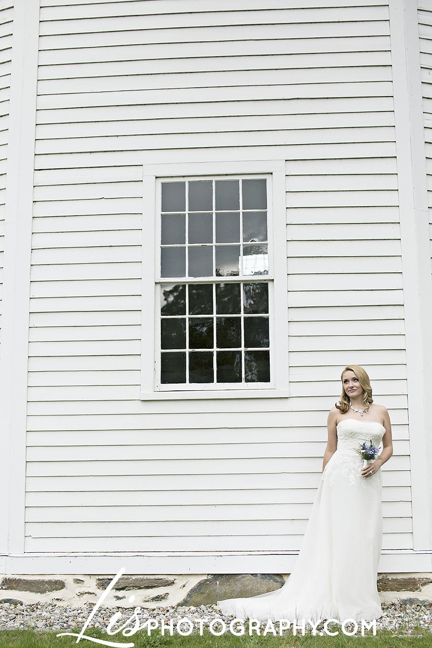 Spring Vermont Old Round Church Wedding Inspiration | Edera Bridal Jewelry Blog