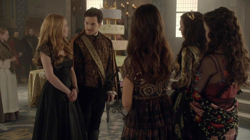 Lady Greer wearing a gold lace statement bracelet | CW Reign, Season 1