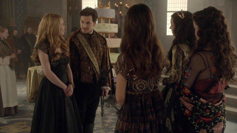 Lady Greer wearing a gold lace statement bracelet | CW Reign, Season 1