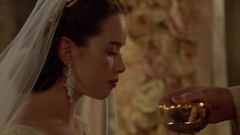 Actress Anna Popplewell wears an Edera 'Orange Blossom' crown and 'Delphinium' earrings on CW Channel's Reign.