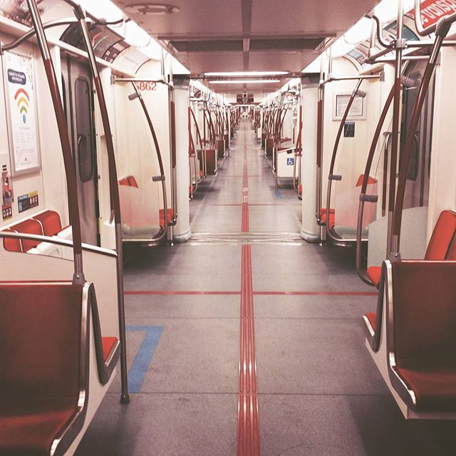 Completely empty #ttc #train... #trippy . . .  #vsco #vscocam #toronto #king #station