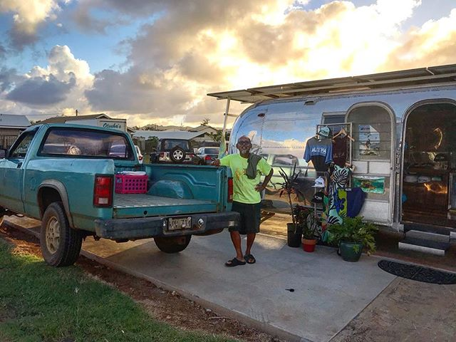 VIP parking 🚘 if your this guy picking up his custom pick-pocket tee just before closing 😂 Mahalo to everyone that came to support my first week opening the doors in kapaa.  #kauaibusiness #pukasurf #shopkauai #kauai #kauaimade #madeinkauai #airstream #surfstream #surfshoponwheels