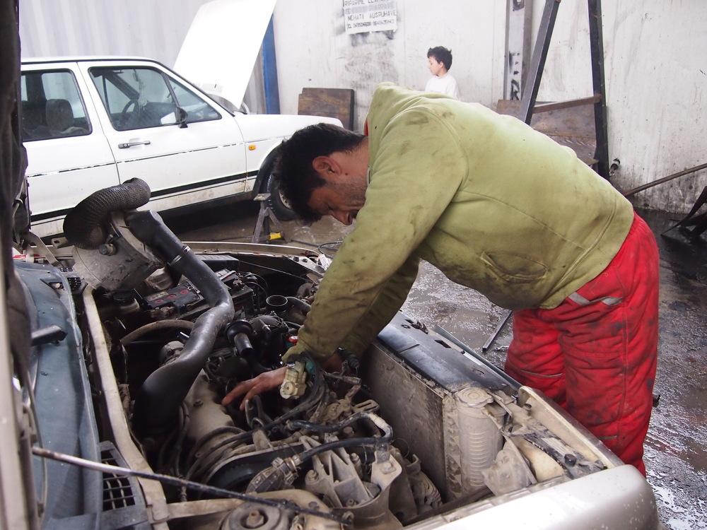Auto mechanic Roma Mahalla, Mitrovica