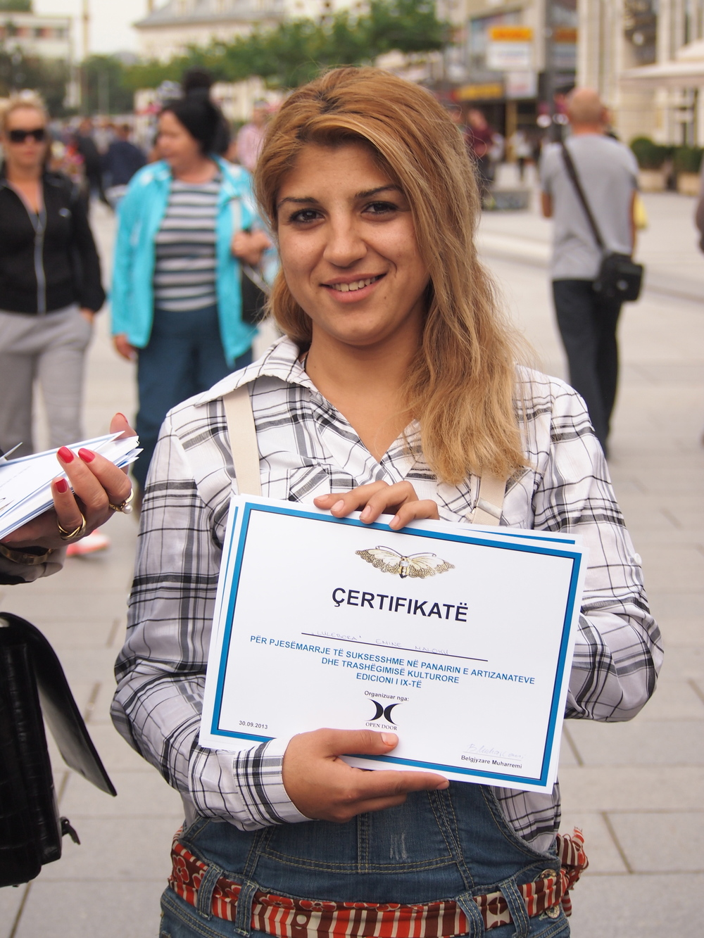 Vullneti i Grave member receives certificate at the 'Handicrafts and Cultural Heritage Fair 2013'