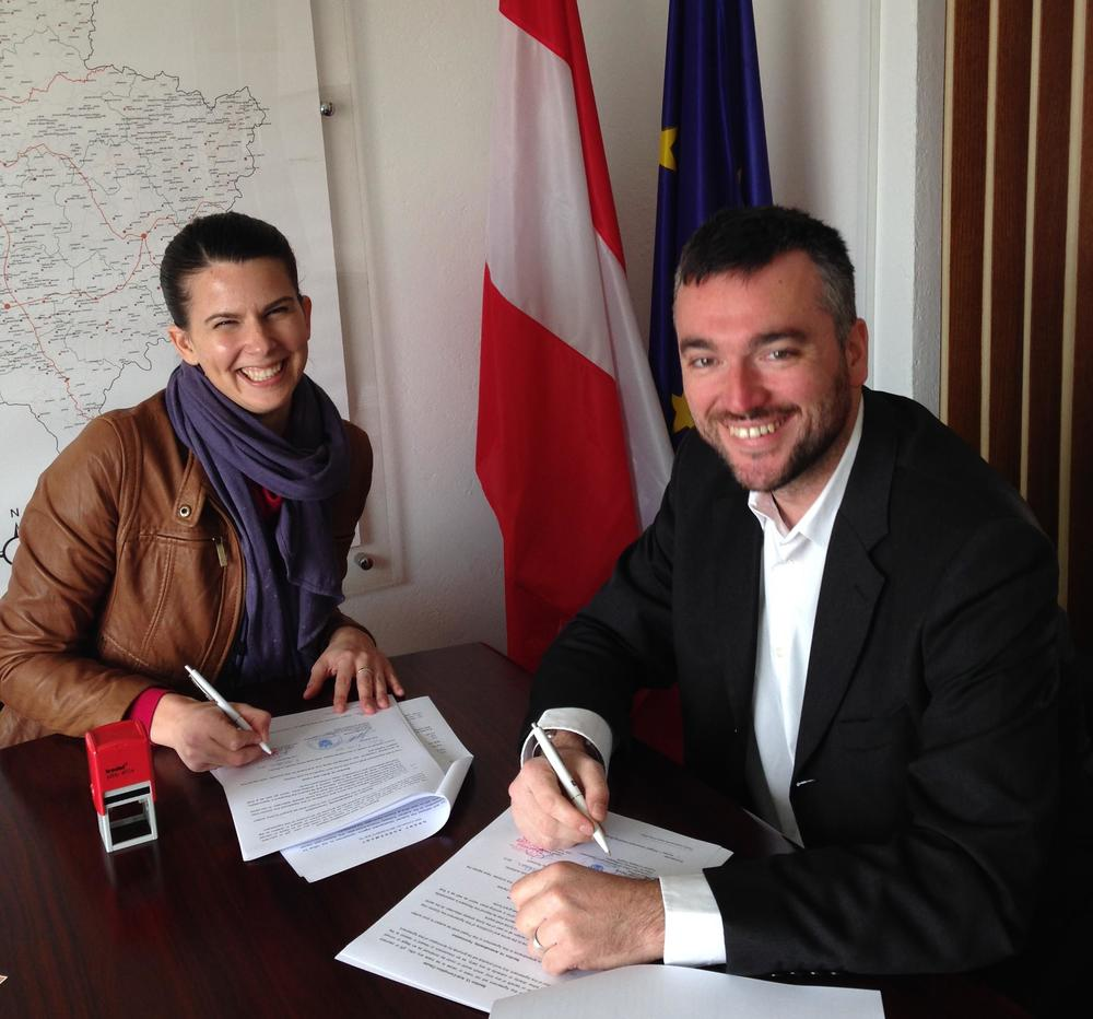 Christian Geosits, Head of ADA Office, Kosovo and Kristen Stec, DRC Country Representative sign agreement
