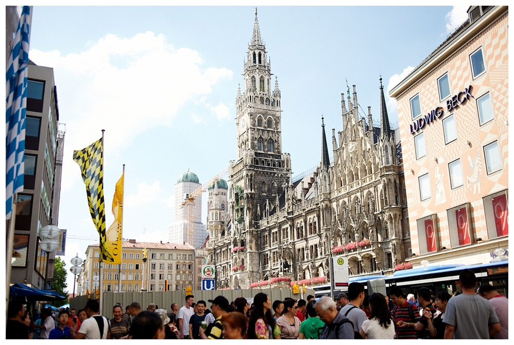 Bloom&Lo_AtlantaPhotographer_AmeliaTatnall_travelphotographer_travletuesday_munichgermany_munchen_marienplatz_catherdral_glockenspiel_germany_tourism__0003.jpg