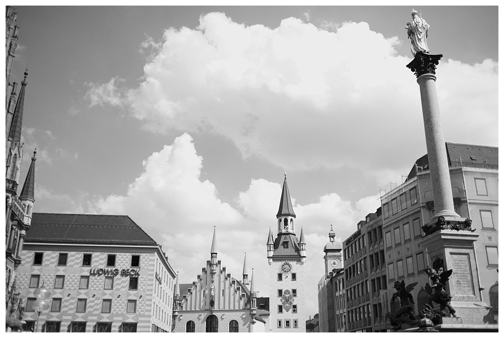 Bloom&Lo_AtlantaPhotographer_AmeliaTatnall_travelphotographer_travletuesday_munichgermany_munchen_marienplatz_catherdral_glockenspiel_germany_tourism__0007.jpg