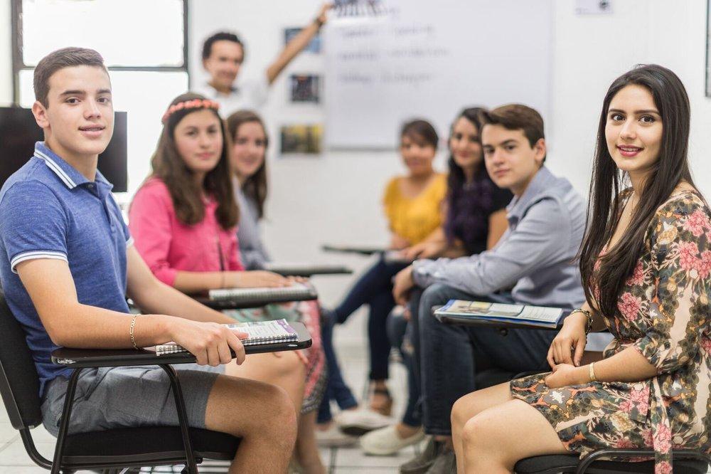¡Obtén una certificación! - Una certificación es un documento que avala tu habilidad para hablar Inglés a un nivel profesional o académico. Estas certificaciones son de gran utilidad para solicitar becas, aplicar a postgrados, visas o trabajar en el extranjero.