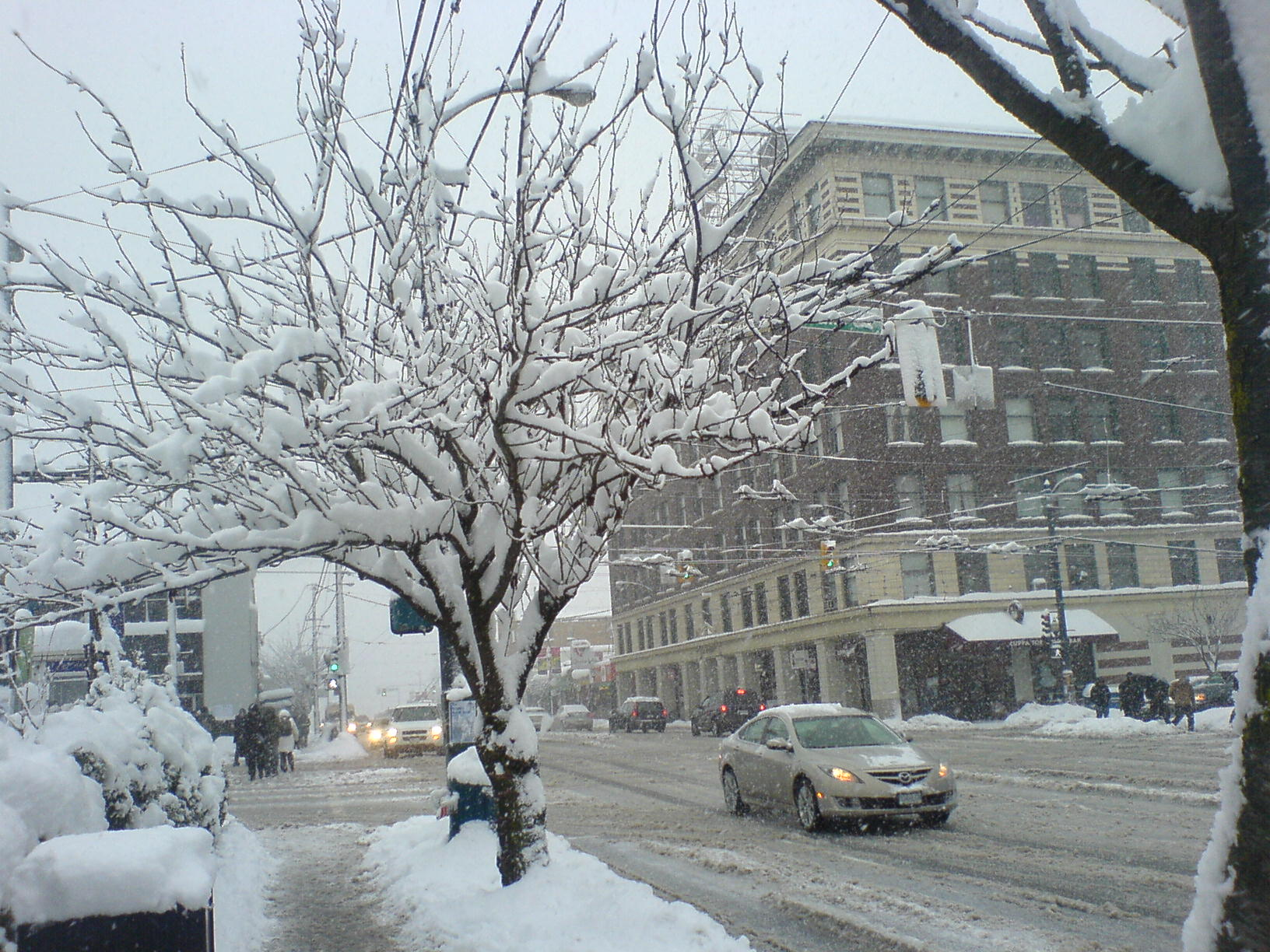 Main St at Broadway - December 24, 2008
