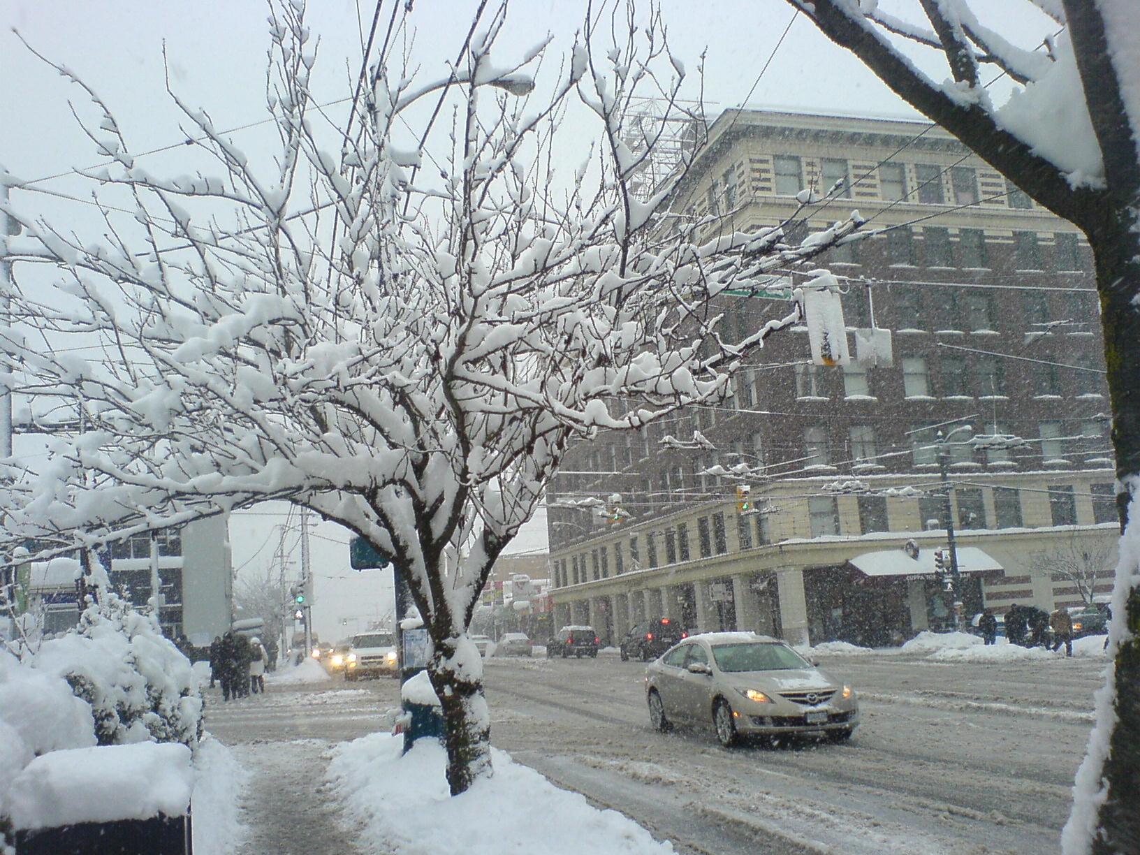 Main St at Broadway - December 24, 2008