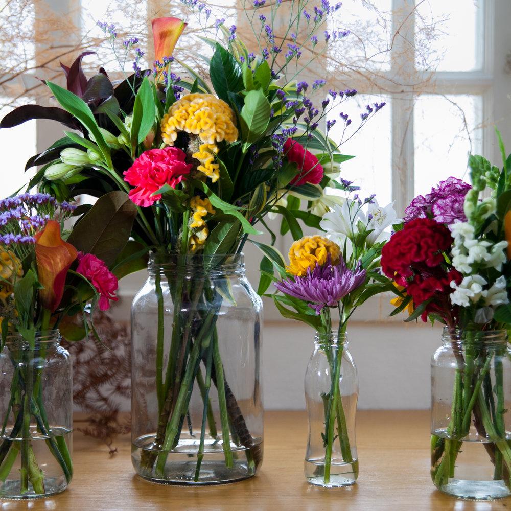 KIT FESTA: Vai receber em casa e precisa deixar a casa florida? Encomende 1 Pote G, 2 Potes M e um P. R$240