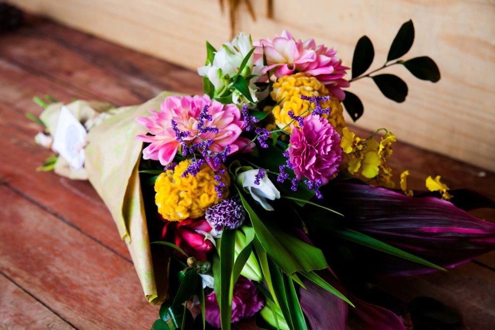 BUQUE P: Vem com uma média de 10 hastes, as flores tem por volta de 30 cm de altura. R$240 ao mês