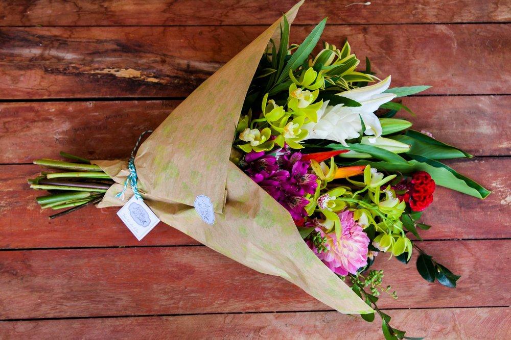 BUQUE M: Vem com uma média de 20 hastes, as flores tem por volta de 30 cm de altura. R$480 ao mês