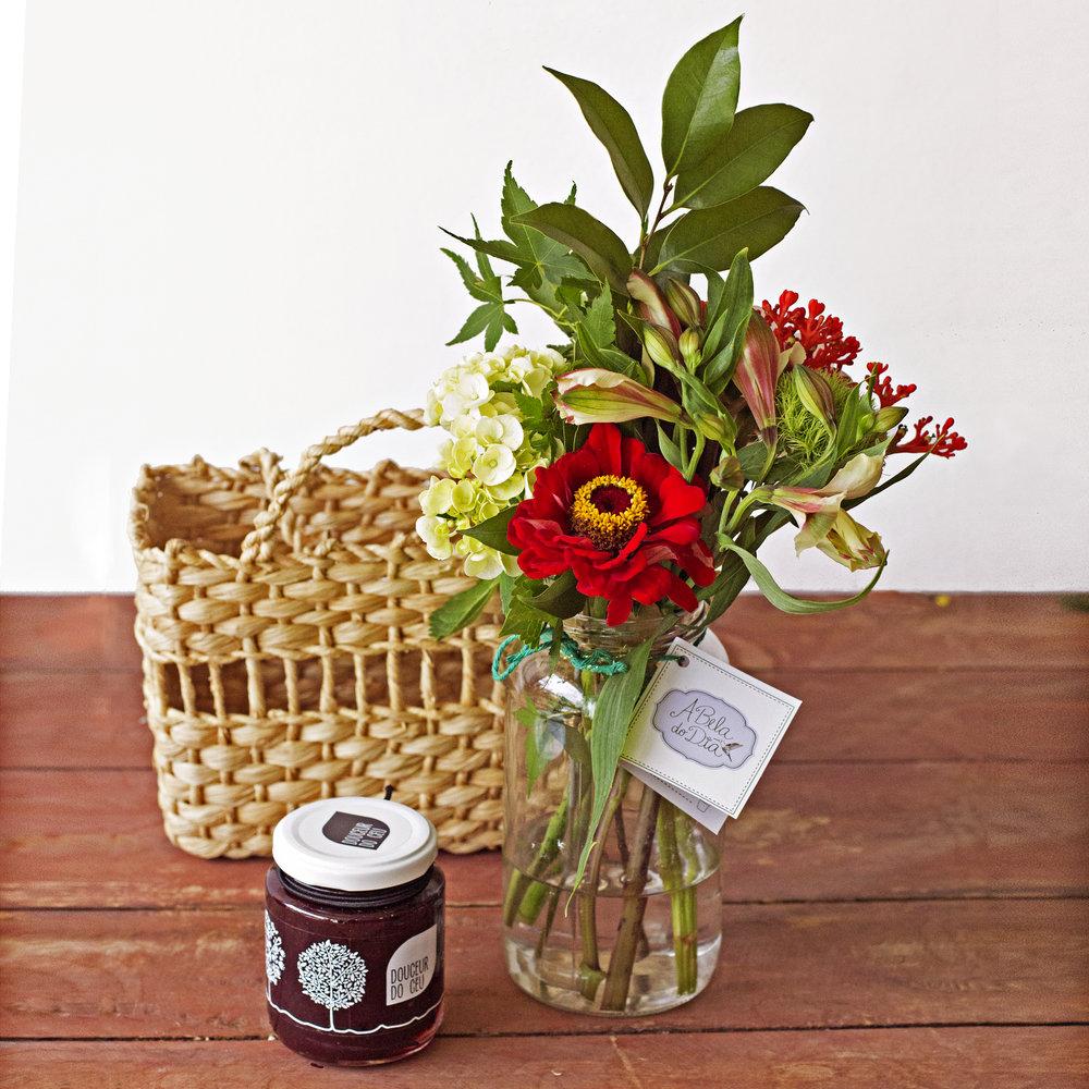 Kit Douceur do Céu:  seu Pote M vai acompanhado de um dos sabores de geleia artesanal, na cestinha de Vime -  R$105