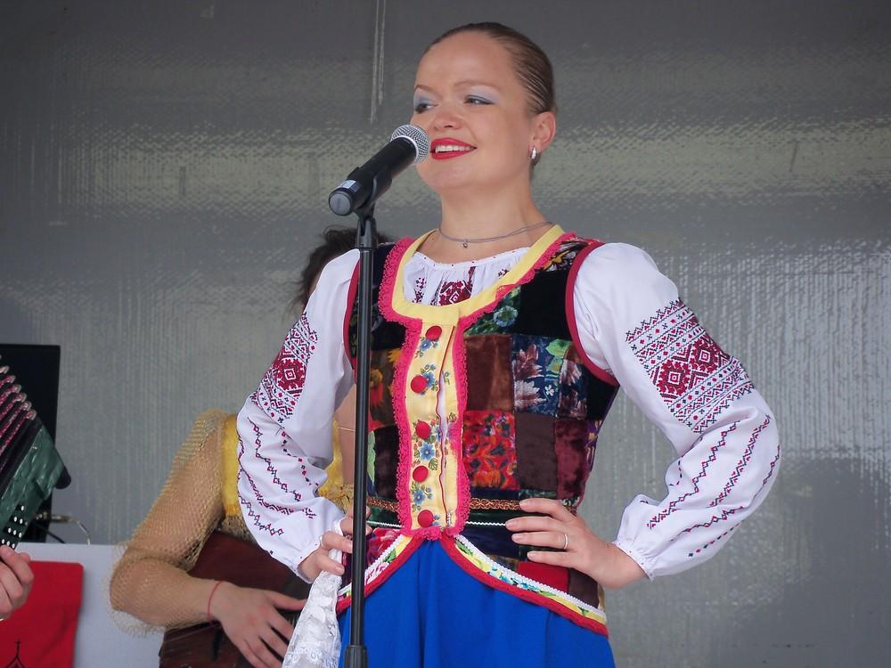 Barynya performer singing