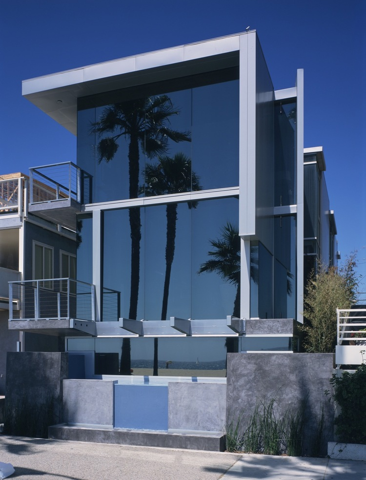 Panel House at Ocean Front Walk. Photo: SEA