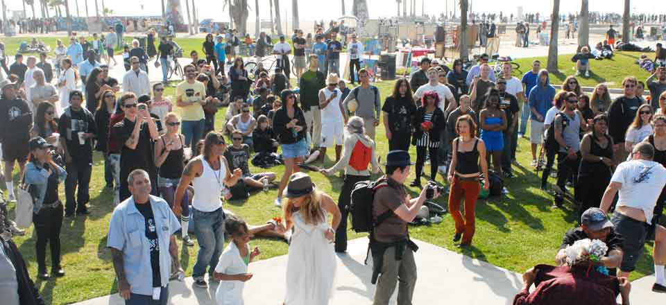Concert goers at the Ocean Stage in Windward Plaza Park. Photo by  Venice Beach Music Fest